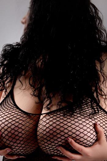 Escort Rubensmodel Antonia striptiz ayak erotik Domina Berlin çiş seks oyunları