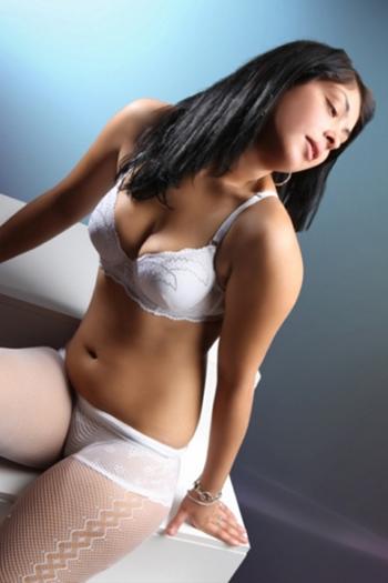 19y. İspanya eskort genç kız flora rüya vücut sex & erotik masaj hizmeti Berlin