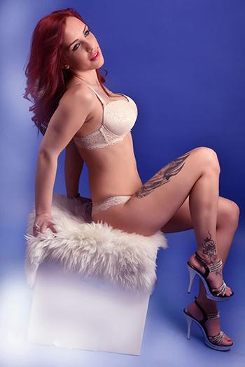 Berlin eskort seks tanrıçası Larisa, otelin özel dairesinde her türlü seksi seviyor