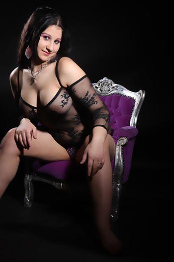 Erotik eskort modeli Rosa neredeyse şehvetli ve çok yönlü seks bayanı Berlin'i ziyaret ediyor