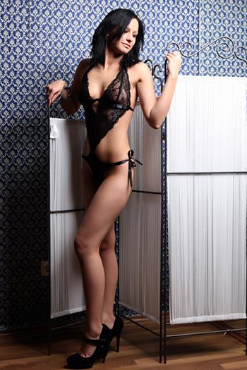 Simona eskort modeli acemi ince küçük seks Berlin'de